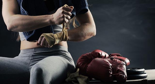 экипировка боксера, бинты и перчатки